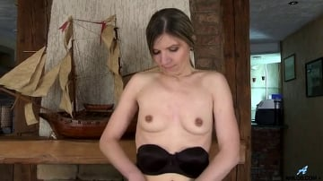 Agatha - Hairy Pussy Mature