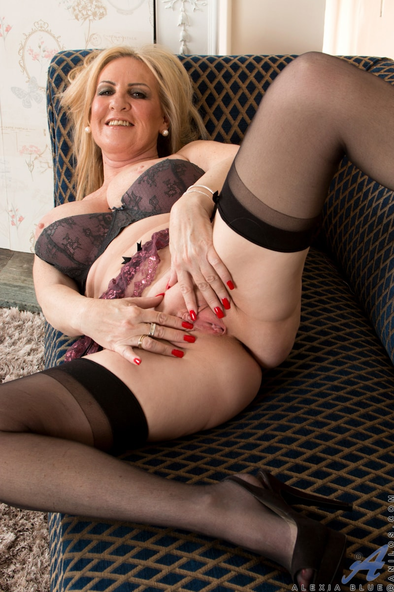 Cherry kiss teases dean van damme with her irresistible feet 2