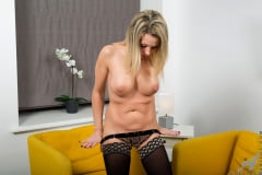 Queenie - Solo Mature (Thumb 05)