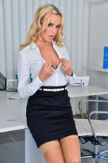 Victoria Pure - Seductive Secretary (Thumb 02)