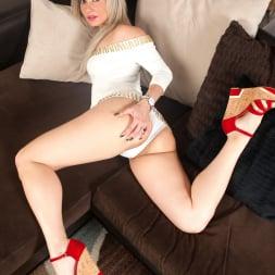 Alana Luv in 'Anilos' Platinum Blonde (Thumbnail 4)