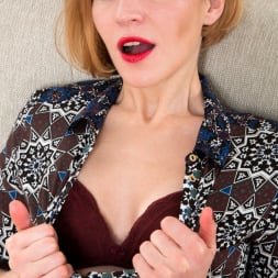 Alice Wonder in 'Anilos' Classic Beauty (Thumbnail 6)