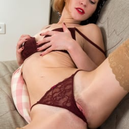 Alice Wonder in 'Anilos' Classic Beauty (Thumbnail 11)