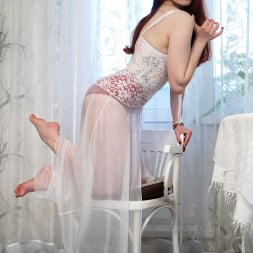 Alice Wonderland in 'Anilos' White Lace (Thumbnail 3)