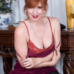 Amber Dawn in 'Anilos' Sexy Mature (Thumbnail 4)
