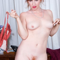 Amber Dawn in 'Anilos' Sexy Mature (Thumbnail 12)