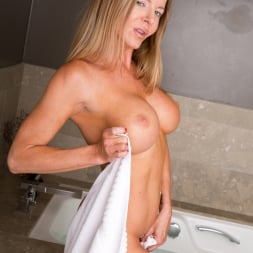 Amber Michaels in 'Anilos' Bath Time (Thumbnail 3)