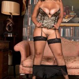 Anastasia Lux in 'Anilos' Sexy Fishnet Stockings (Thumbnail 8)