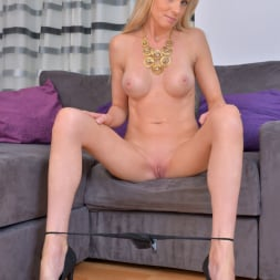 Angel Summers in 'Anilos' Busty Blonde (Thumbnail 7)