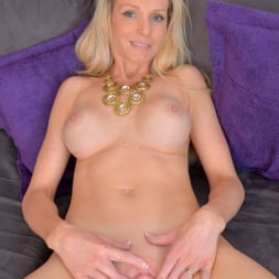 Angel Summers in 'Anilos' Busty Blonde (Thumbnail 9)