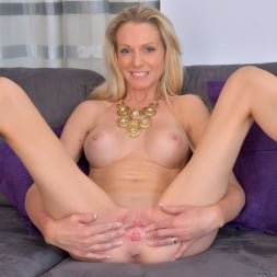 Angel Summers in 'Anilos' Busty Blonde (Thumbnail 10)