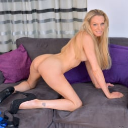 Angel Summers in 'Anilos' Busty Blonde (Thumbnail 14)