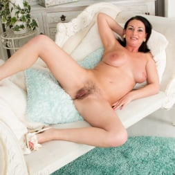 Annabella Ford in 'Anilos' Getting Comfortable (Thumbnail 13)