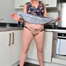 April in 'Anilos' Naughty Housewife (Thumbnail 2)