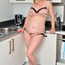 April in 'Anilos' Naughty Housewife (Thumbnail 5)