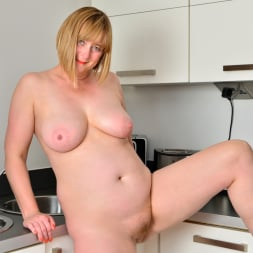April in 'Anilos' Naughty Housewife (Thumbnail 11)