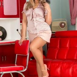 Beth Bennett in 'Anilos' Blonde Babe (Thumbnail 1)