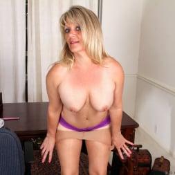 Bobbie Jones in 'Anilos' Big Tit Boss Lady (Thumbnail 5)