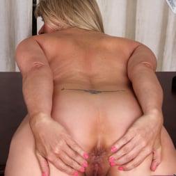 Bobbie Jones in 'Anilos' Big Tit Boss Lady (Thumbnail 11)