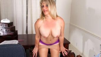 Bobbie Jones in 'Big Tit Boss Lady'