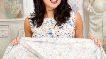 Bonnie Bellotti in 'Hot Housewife'