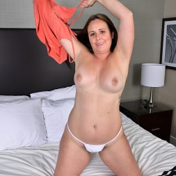 Brandii Banks in 'Anilos' More To Give (Thumbnail 5)