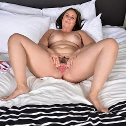 Brandii Banks in 'Anilos' More To Give (Thumbnail 15)