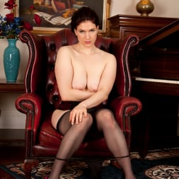 Brianna Green in 'Anilos' Heels And Stockings (Thumbnail 9)