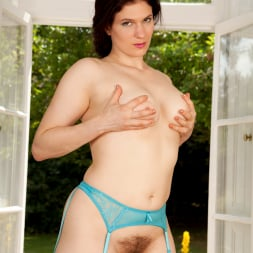 Brianna Green in 'Anilos' Perfect View (Thumbnail 15)