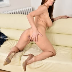 Carol Gold in 'Anilos' Housewife Shows Off (Thumbnail 12)