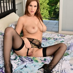 Carol Gold in 'Anilos' Toy Play (Thumbnail 7)