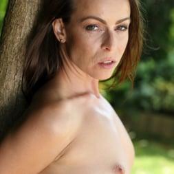Caroline Ardolino in 'Anilos' Hot Summer (Thumbnail 5)
