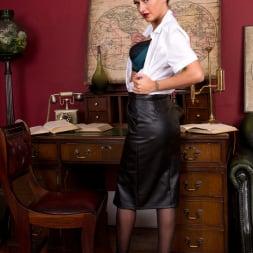 Cassie Clarke in 'Anilos' Sexy Fun (Thumbnail 3)
