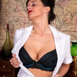 Cassie Clarke in 'Anilos' Sexy Fun (Thumbnail 4)