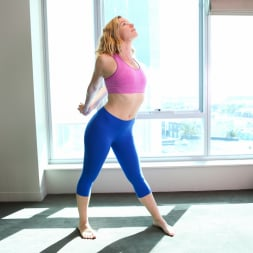 Claudia in 'Anilos' Yoga Pants (Thumbnail 2)