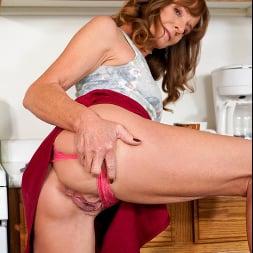 Cyndi Sinclair in 'Anilos' Cumming In The Kitchen (Thumbnail 3)