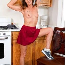 Cyndi Sinclair in 'Anilos' Cumming In The Kitchen (Thumbnail 6)