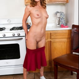 Cyndi Sinclair in 'Anilos' Cumming In The Kitchen (Thumbnail 9)