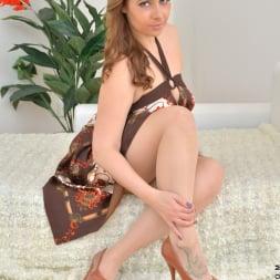 Daria Glower in 'Anilos' Bouncy Tits (Thumbnail 1)