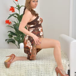 Daria Glower in 'Anilos' Bouncy Tits (Thumbnail 3)