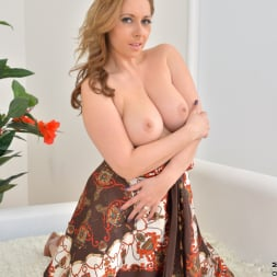 Daria Glower in 'Anilos' Bouncy Tits (Thumbnail 6)