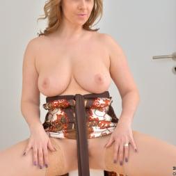 Daria Glower in 'Anilos' Bouncy Tits (Thumbnail 12)