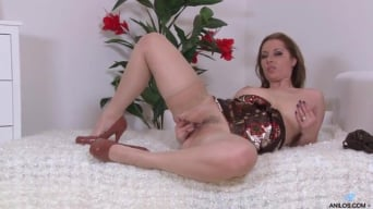 Daria Glower in 'Bouncy Tits'