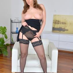 Daria Glower in 'Anilos' Real Orgasm (Thumbnail 8)