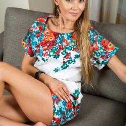 Devina in 'Anilos' Lusty Beauty (Thumbnail 2)