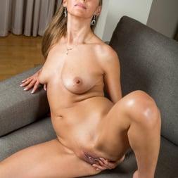 Devina in 'Anilos' Lusty Beauty (Thumbnail 14)