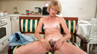 Diana Gold in 'Hairy Pussy'