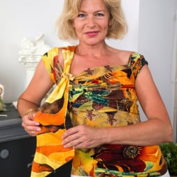 Diana Gold in 'Anilos' Mature Beauty (Thumbnail 1)