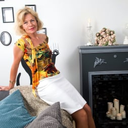 Diana Gold in 'Anilos' Mature Beauty (Thumbnail 2)