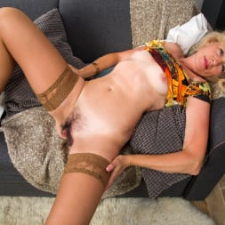 Diana Gold in 'Anilos' Mature Beauty (Thumbnail 6)